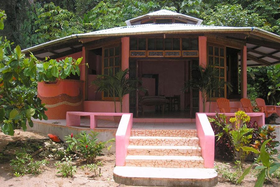 beachfront-home-for-sale-bocas-del-toro-1